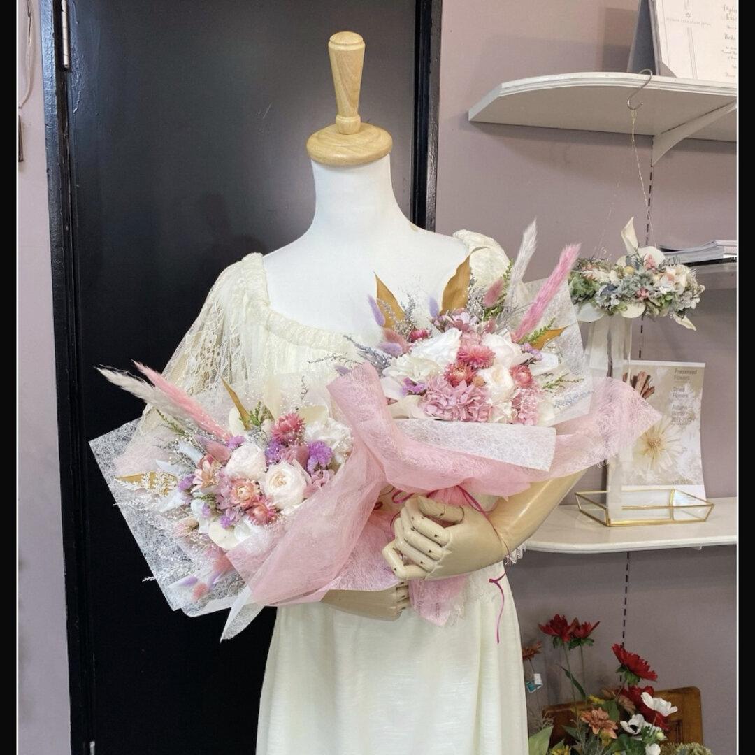プリザーブドフラワーとドライフラワーの花束