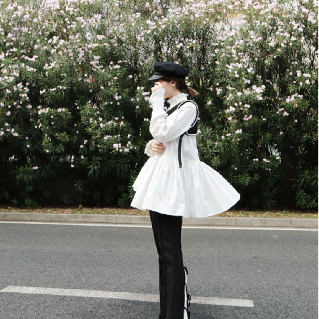 人気のオリジナルニッチデザイン,斜めの袖口が付いたレースのスタンドアップカラーシャツ白い不規則なミドル丈ブラウスの女性