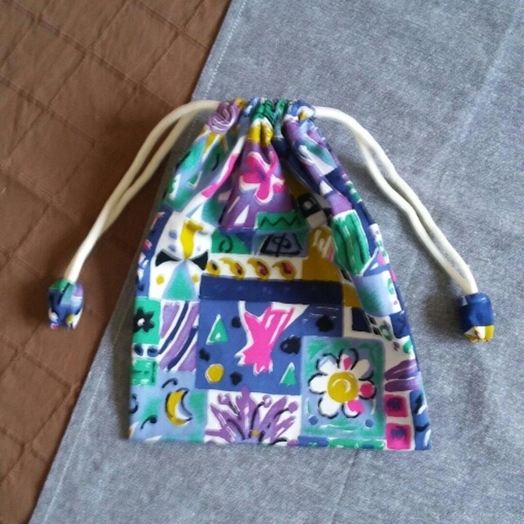 芸術的な柄の巾着袋