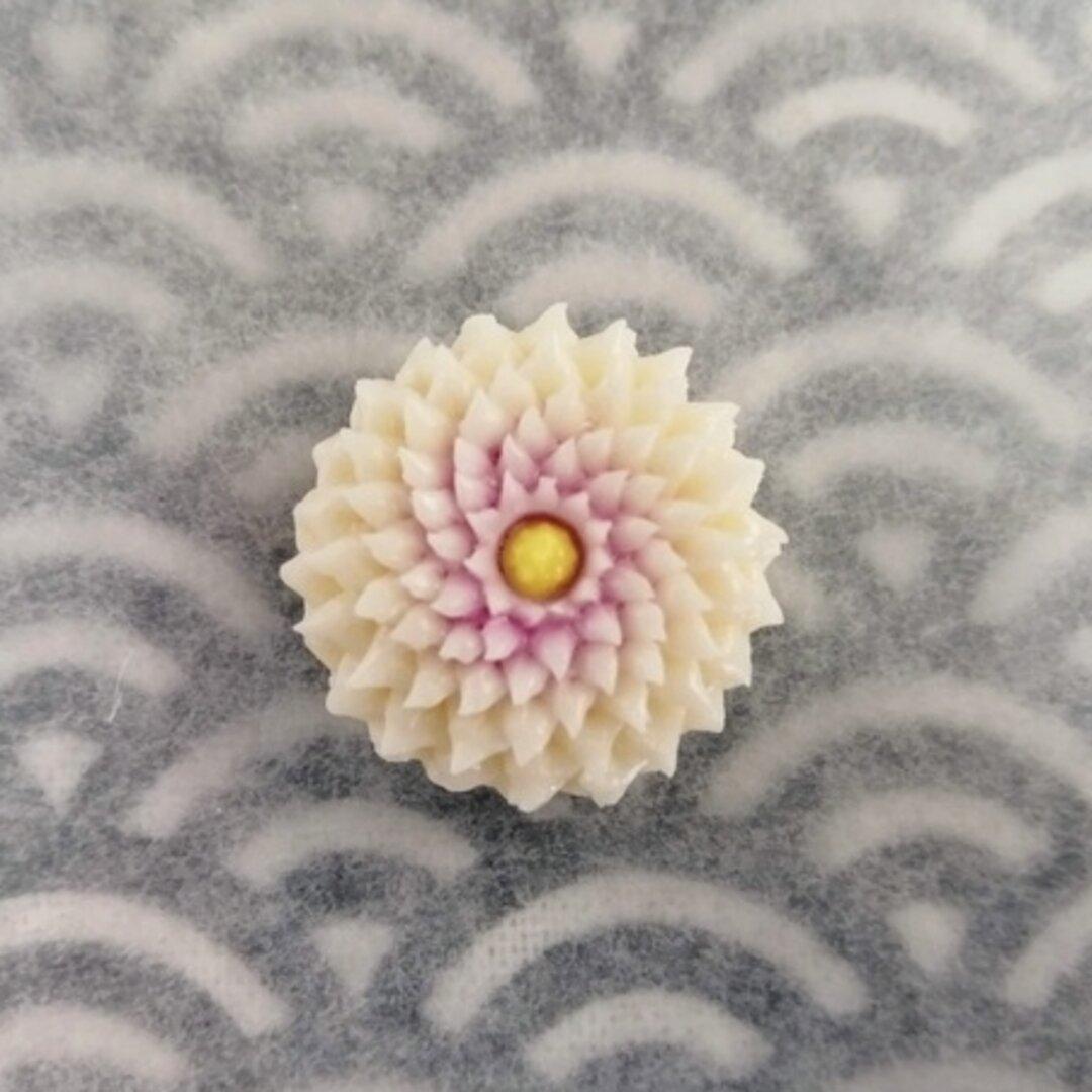 【選べる金具】練りきりのポニーフック・帯留め(鋏菊)