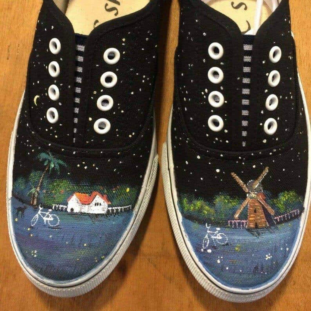 夜の草原:手描きペイントスニーカー