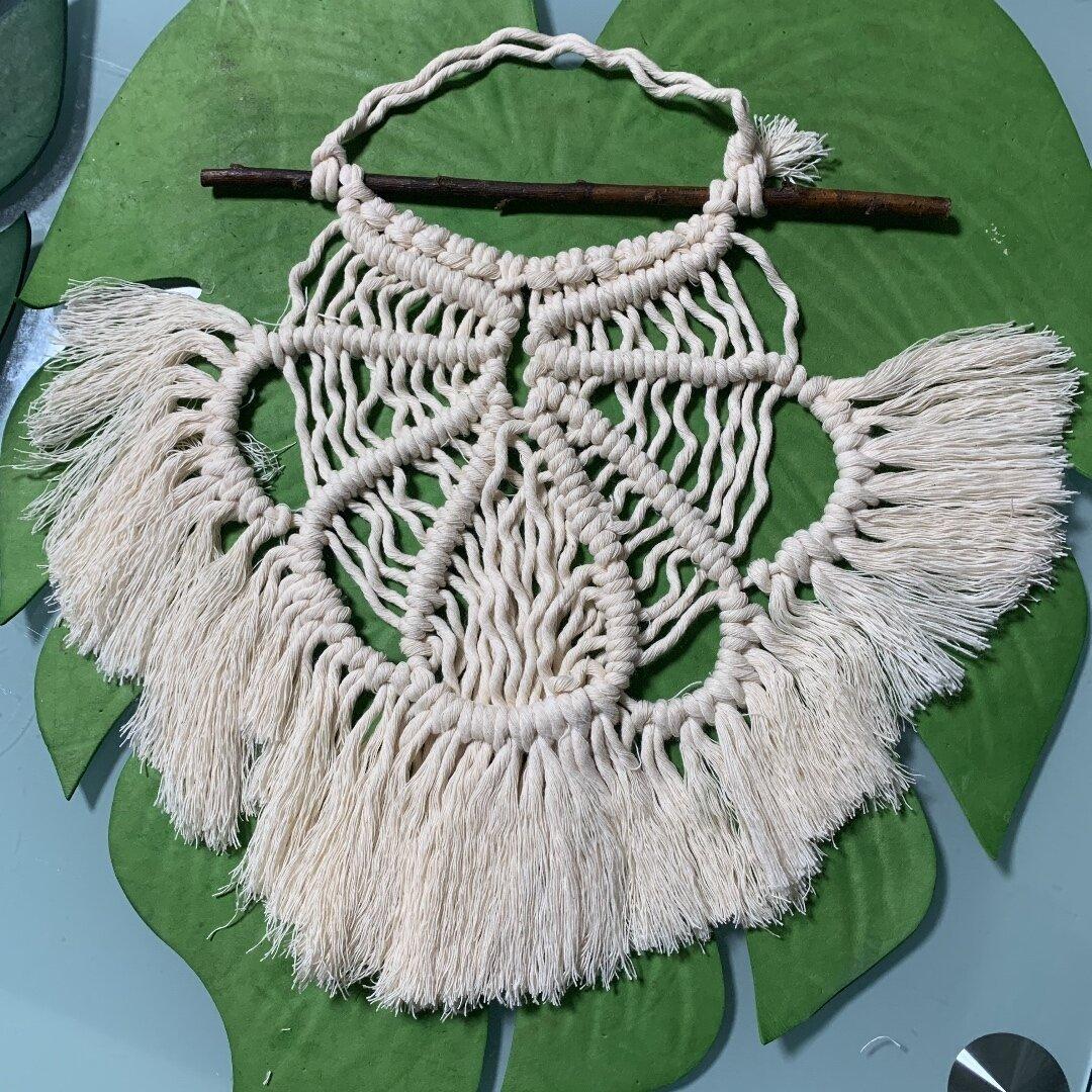 マクラメ編みタペストリー