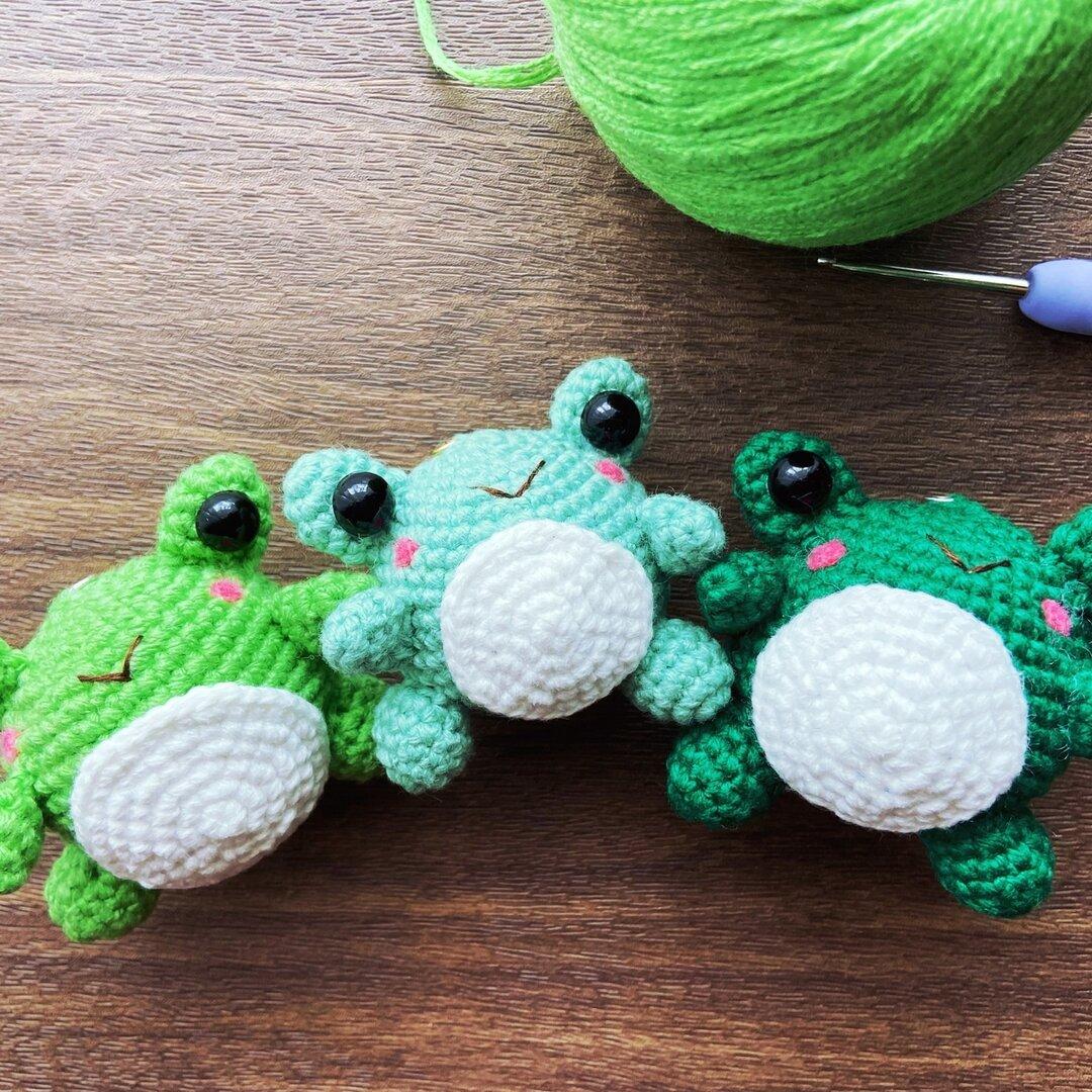 雨の日/梅雨 編みぐるみ蛙C・ミニケロ人形 福かえるストラップ 縁起物 飾り物 (受注制作)