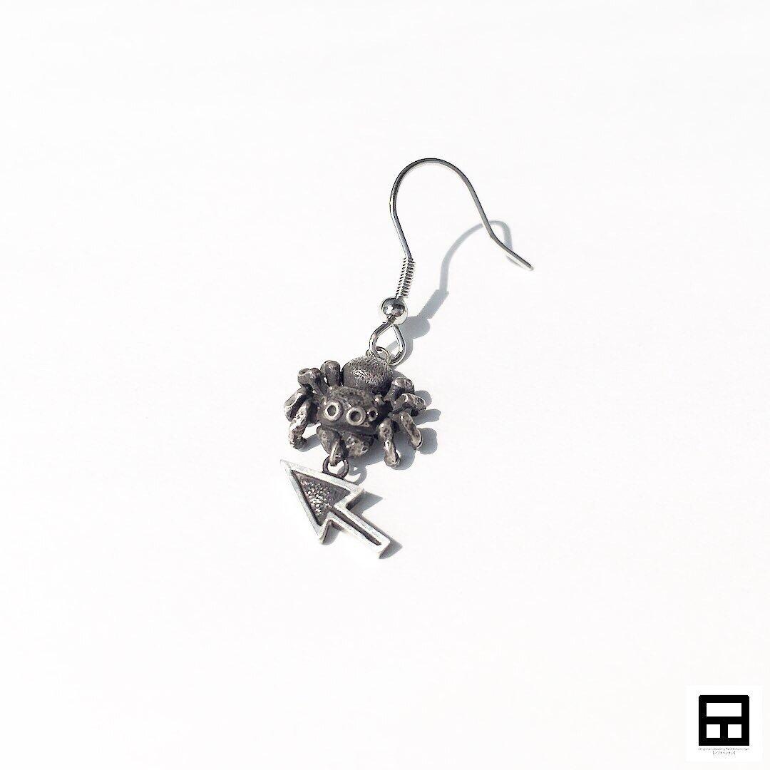 ハエトリグモとマウスポインタ(Ver.ピアス/イヤリング)