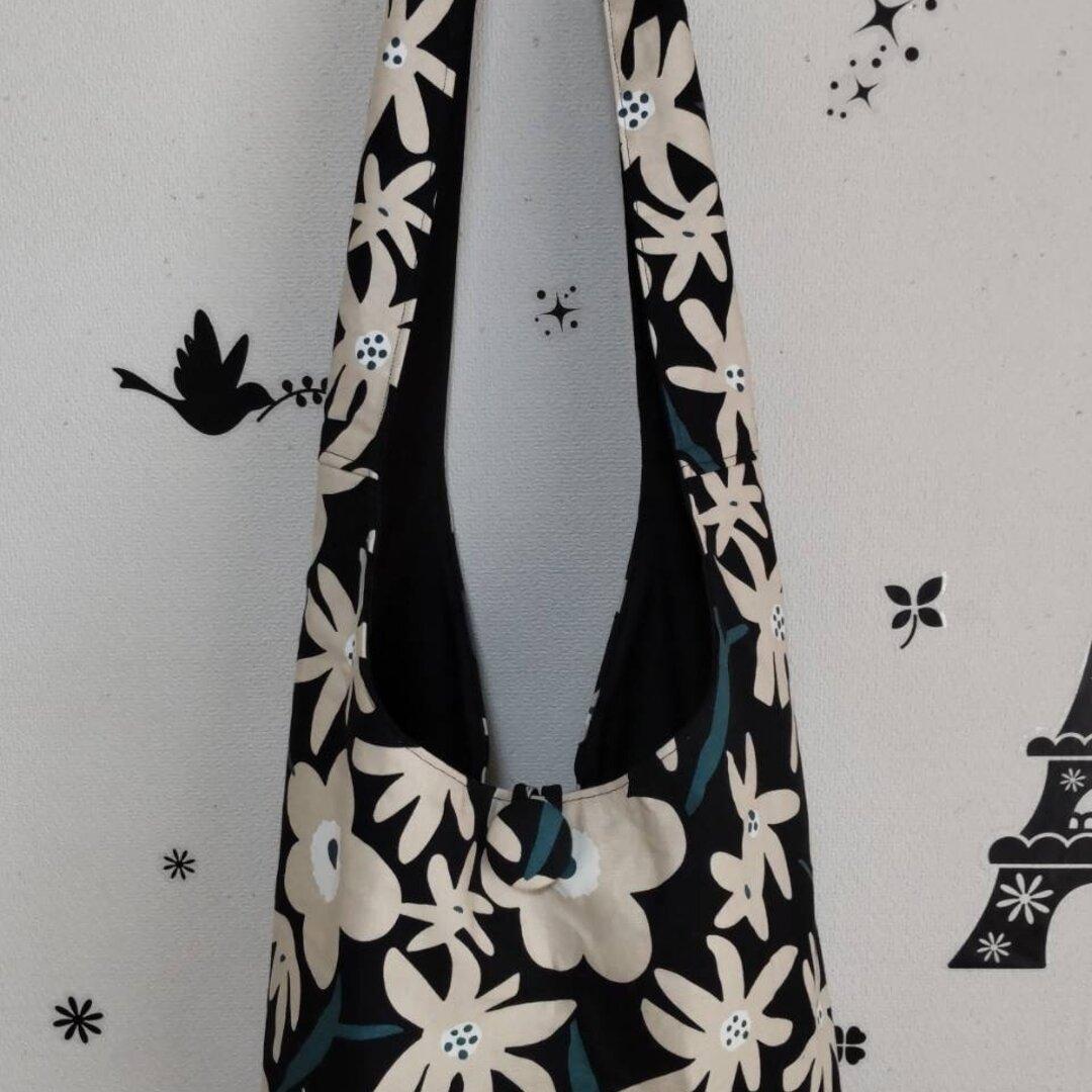 ベージュの花柄のおしゃれな斜めがけバッグ☆
