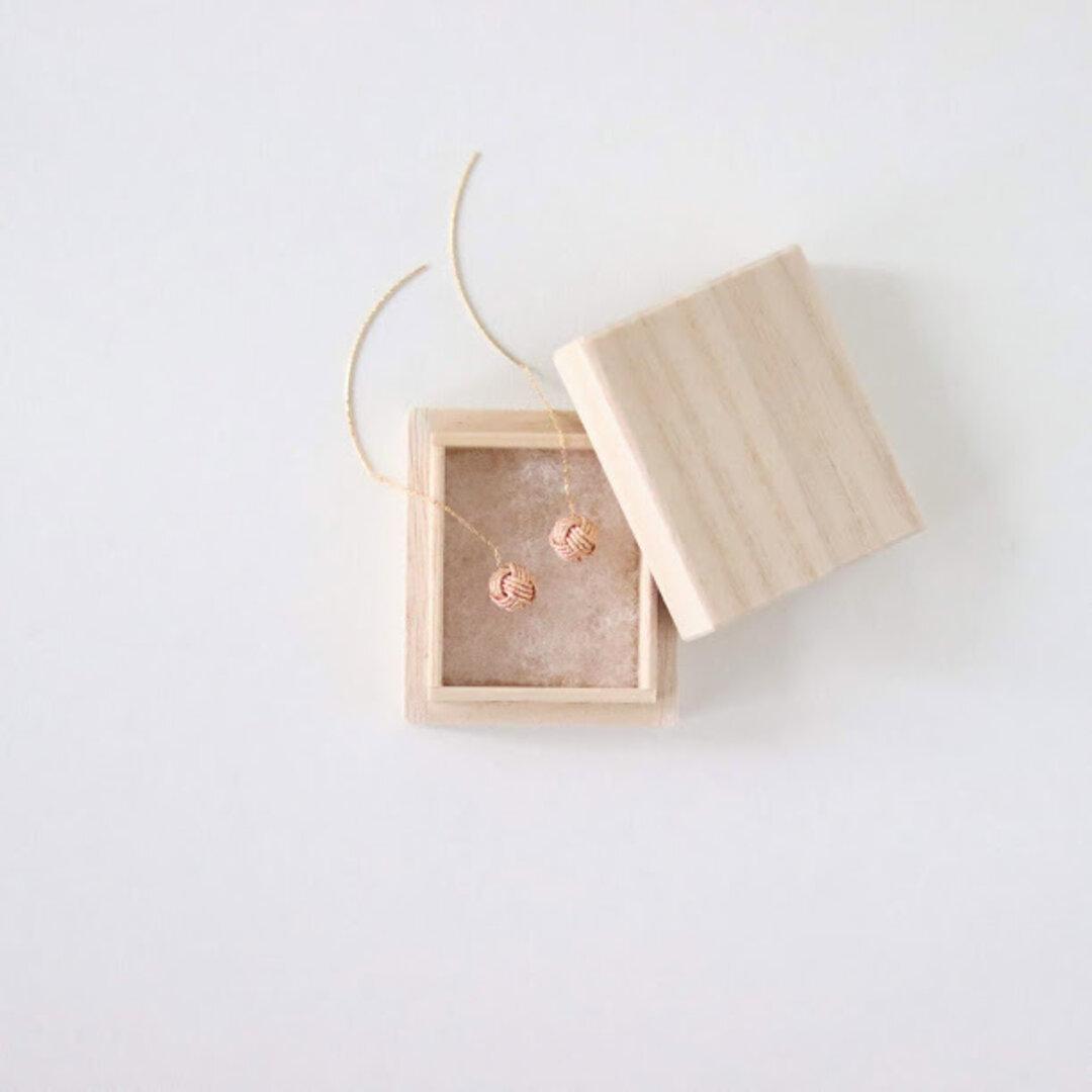 揺れる玉結びのピアス【麦芽】桐箱つき