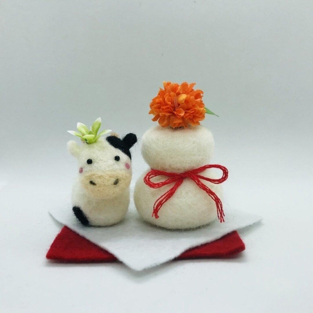⭐︎受注生産⭐︎お花と羊毛の牛&鏡餅