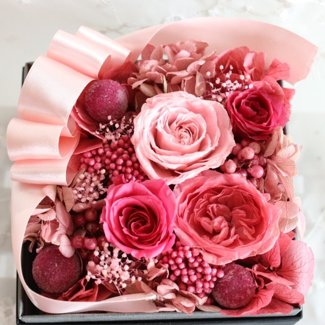 プリザーブドフラワー フラワーボックス ピンクとレッドのバラ詰め合わせ