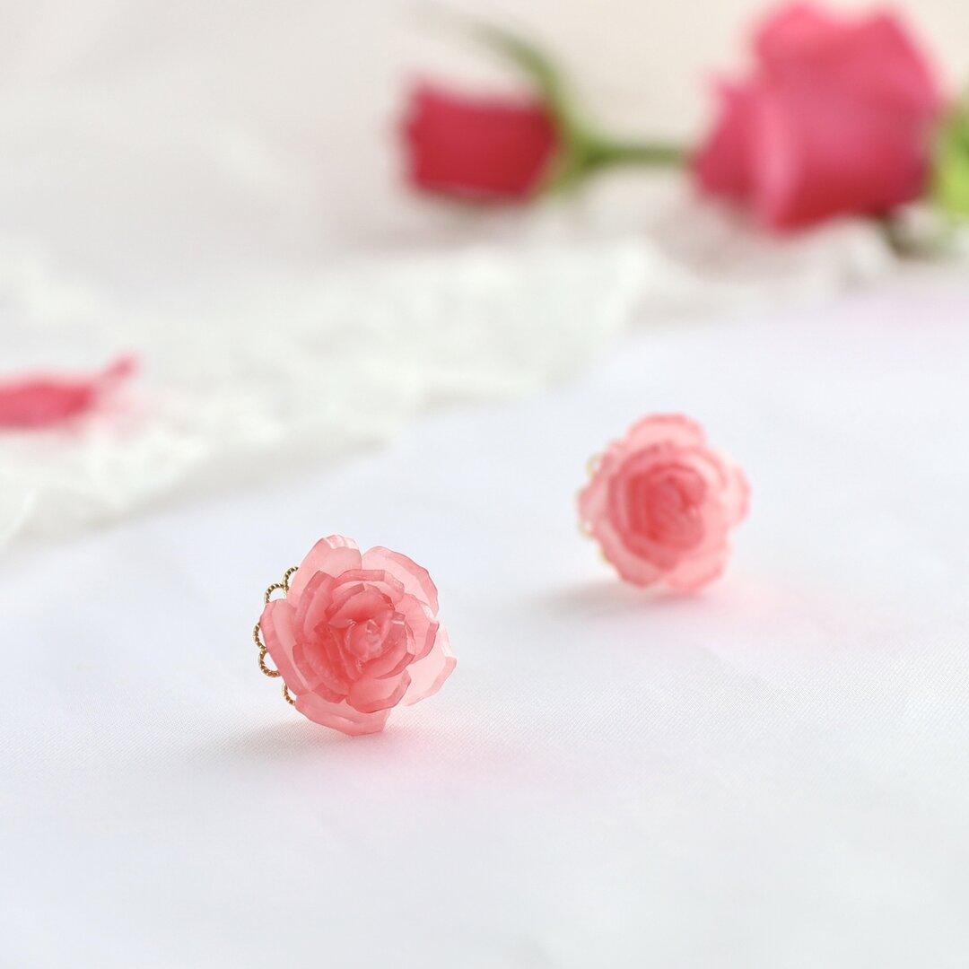 ローズ一輪ピアス/イヤリング(淡い赤の薔薇)
