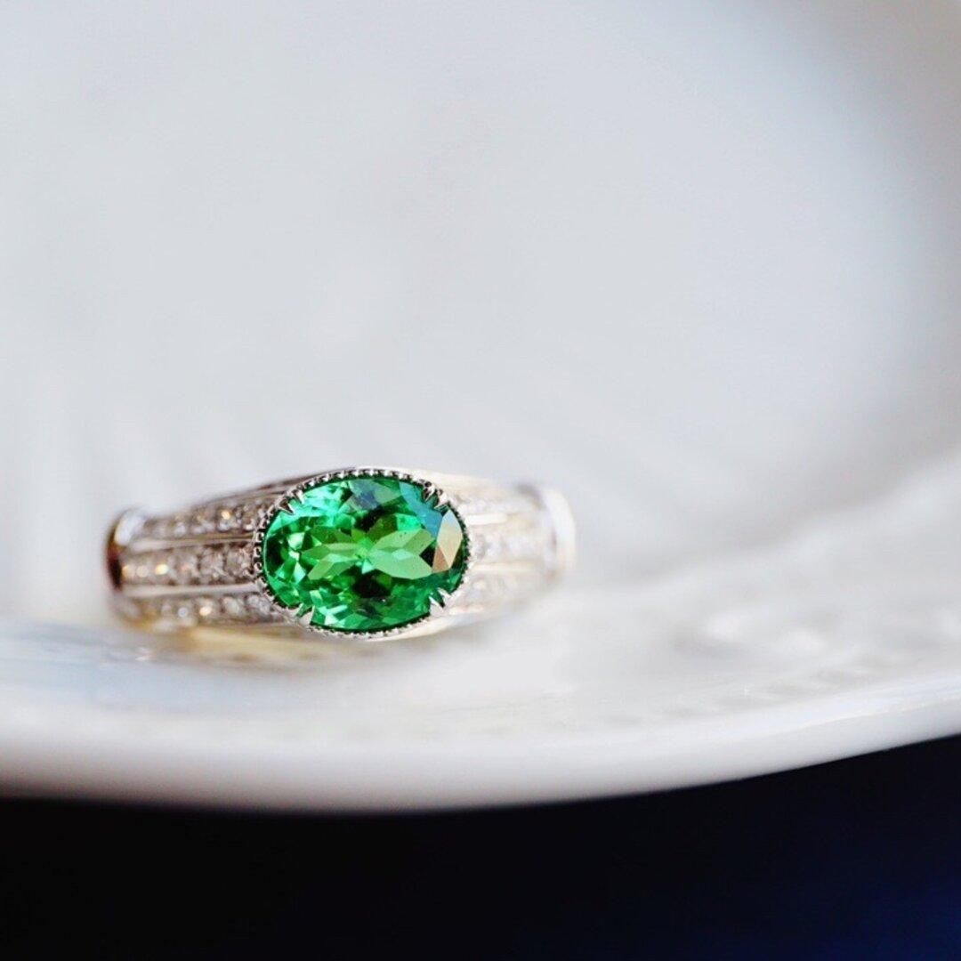 「高貴・ツァボライト」K18WG 天然グリーンガーネット 天然ダイヤモンド リング 魅力 決断力や実行力を高める 豪華
