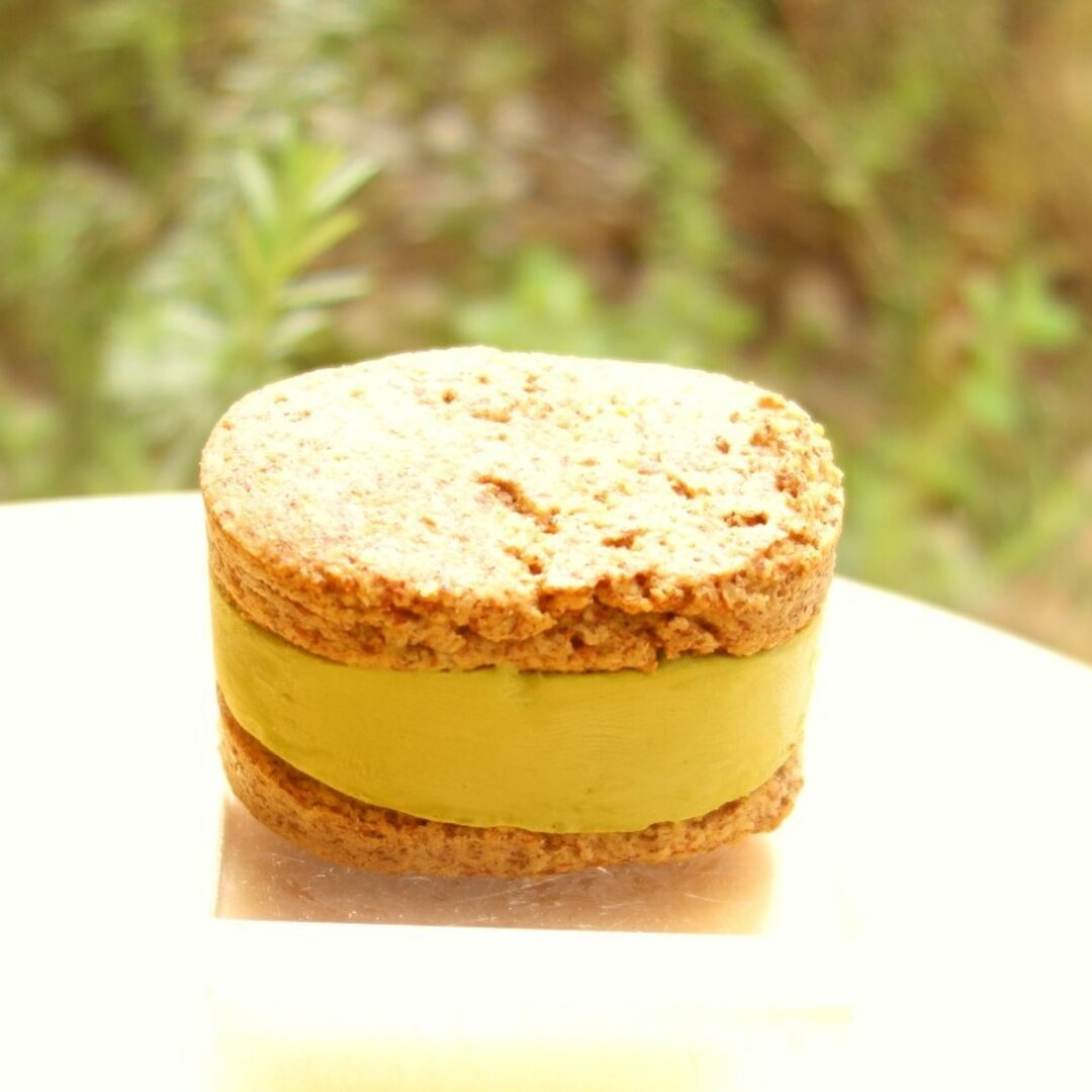 低糖質アイス・クッキーサンド(抹茶) 小麦粉・砂糖不使用
