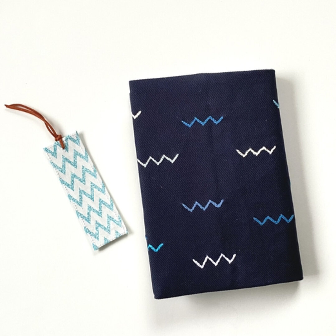 刺繍入り単行本サイズのブックカバー