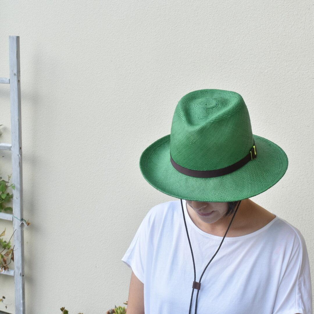 「風に飛ばされにくい」 木型で作ったパナマ帽子