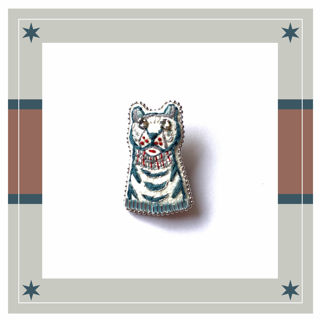 ◇ホワイトタイガーの刺繍ブローチ◇classic series