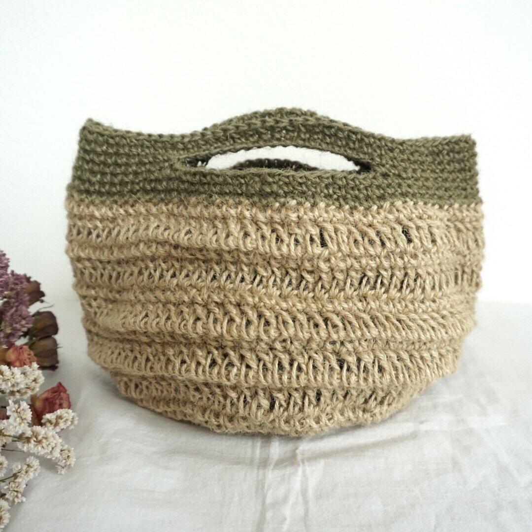 ざっくり模様のバイカラー麻ひもトートバッグ◯カーキの麻ひもと模様編みがアクセントに!