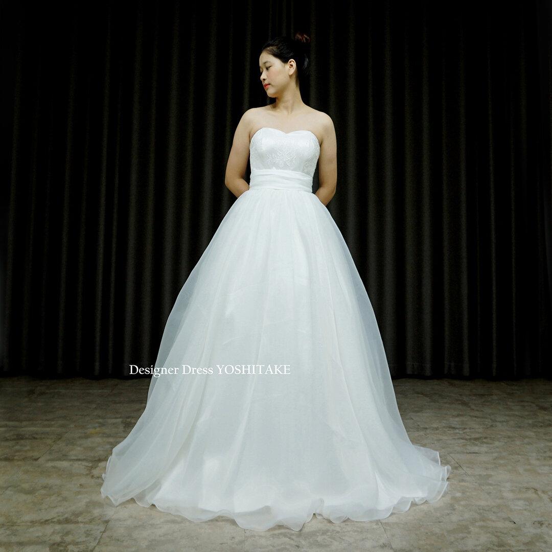 Aライン白ドレス.オーガンジー.挙式.カジュアルウエディング.フォトウエディング