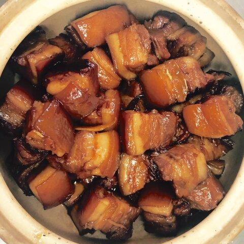 【おばあちゃんの豚角煮】(外婆的红烧肉)とろけてほぐれる柔らかさ、しつこくない脂と上品なコクが特徴。本場★皮付き中華豚角煮!コラーゲンたっぷり美肌食♪贅沢な一品