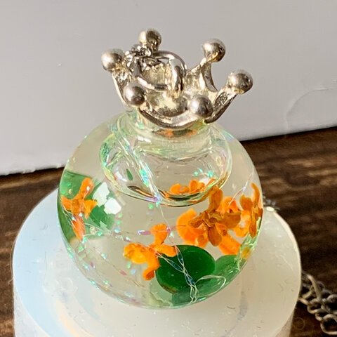 ガラスドーム ネックレス  金木犀