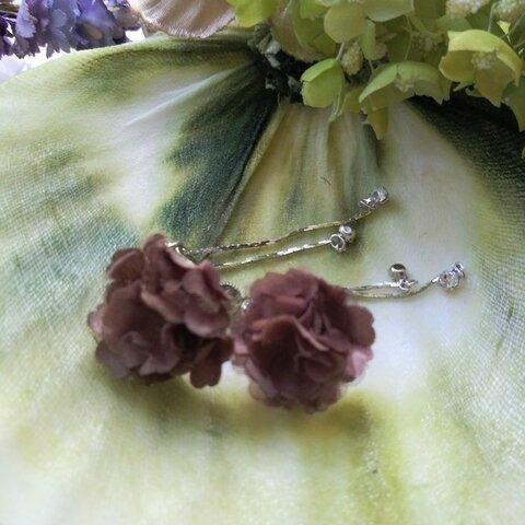イヤリング 小花たち〈ココアブラウン〉