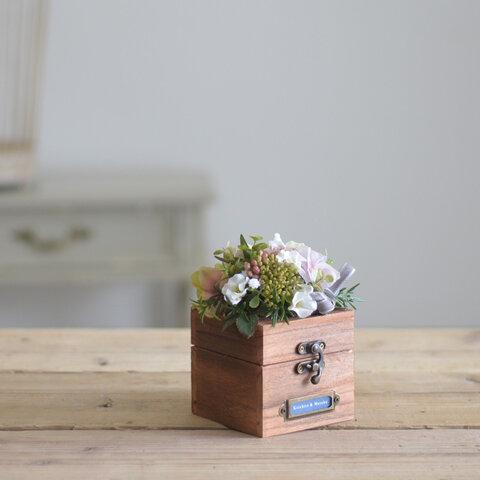 お二人のお名前プレート付き☆木箱とお花のリングピロー