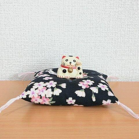 お人形・置物用お座布団 桜満開 紺色10cm角