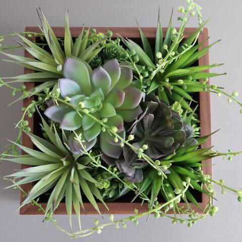 【送料無料】多肉植物の壁掛け:ブラウンBOX(造花・アートフラワー)