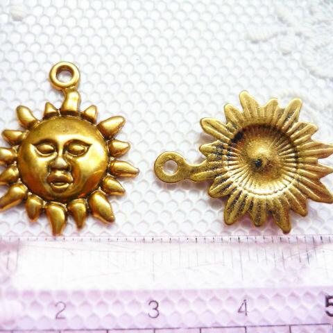 インカの太陽チャーム 真顔 ゴールド(黒) 9個 ラスト