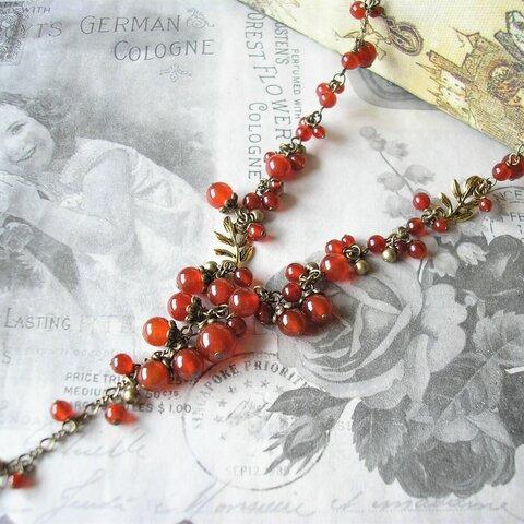 赤い実の鈴なりネックレス(セミロングYタイプ)