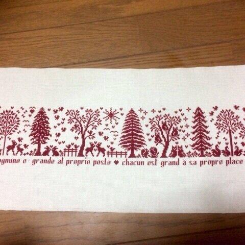 【オーダー】クロスステッチ完成品♪クリスマスツリーと沢山の動物の森の中
