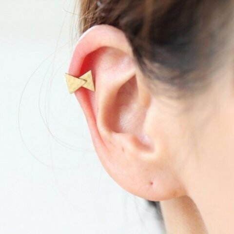 ピアスのような片耳イヤーカフ*三角リボンのイヤーカフ*