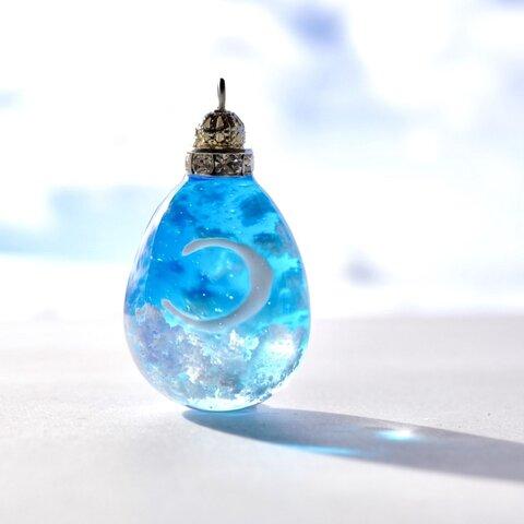 雲レジン☆糸の様な細い月☆清々しい青空②☆チェーン
