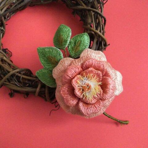 カップ咲き薔薇(ペールオレンジ)刺繍コサージュ