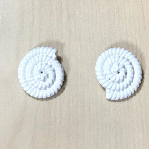 WHITE METAL AMMONITE DESIGN BUTTON