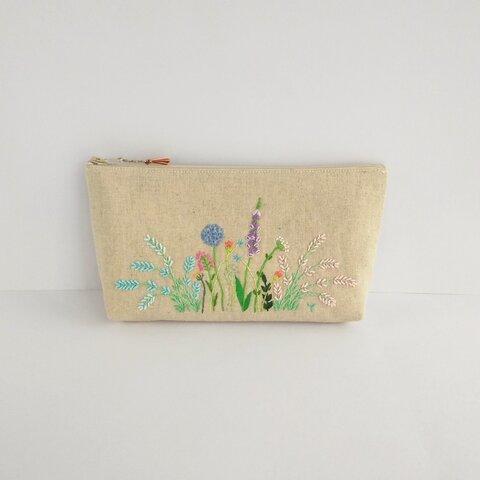 花の刺繍のペンケース