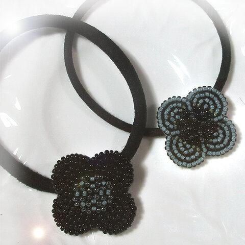 黒い4枚花ビーズ刺繍ヘアゴム