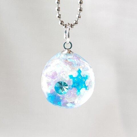 *冬の新作*水色の雪の結晶とラインストーンの球体キーホルダー