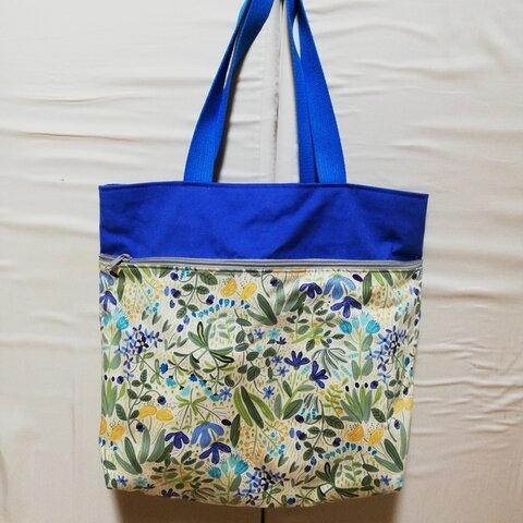 青空とお花畑のポケットいっぱいトートバッグ