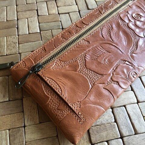 薄くて軽くて大容量なL字長財布 14枚カードポケット 牛革 ヴィンテージキャメル バラ型押し Squeeze