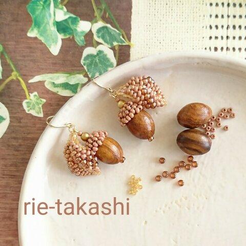 手作りキット🍀ビーズステッチで作るどんぐりと落ち葉が揺れる秋ピアス/イヤリング