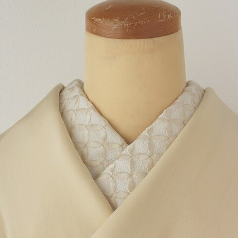 シンプルな美しさ。吉祥紋七宝柄が可愛い刺繍半襟