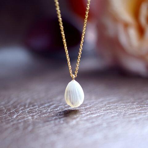 白蝶貝の花つぼみネックレス ~Selene