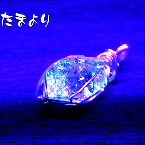 蛍光オイルインクォーツのペンダントトップ01
