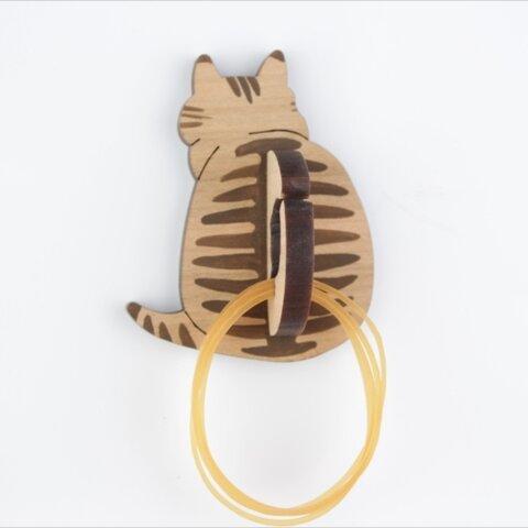 ニャンと便利な!シックなシマ柄キジ猫の輪ゴム掛け マグネット