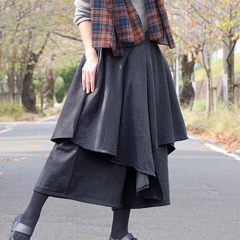 スカートのようなアシメレイヤードパンツ*裏地フリース素材で暖か*チャコールグレー