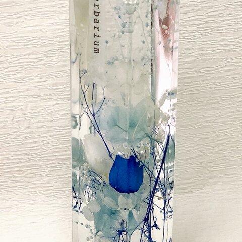 涼やかなお花達とパールがガラス瓶の中で煌めく★ブルー系のハーバリウム♡