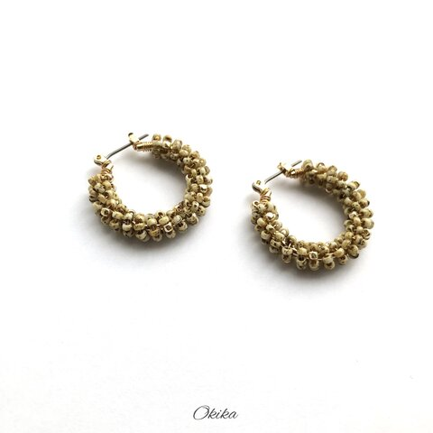 """""""Luxe""""ビーズ フープチタンピアス【Ecru×gold】"""