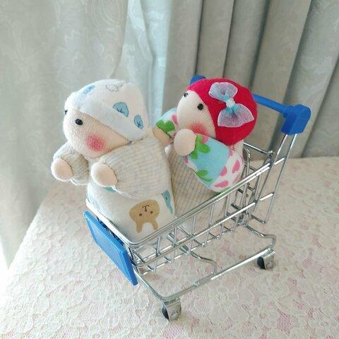 赤ちゃん人形(2個、容器付き)
