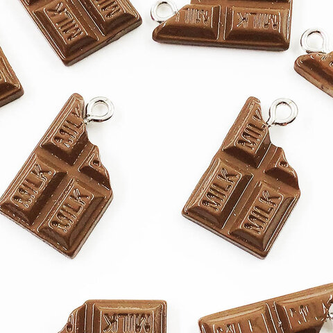 送料無料 チャーム チョコ 食べかけの板チョコ 10個 22x13 チャームパーツ チョコレート アクセサリーパーツ ハンドメイドパーツ AP1427