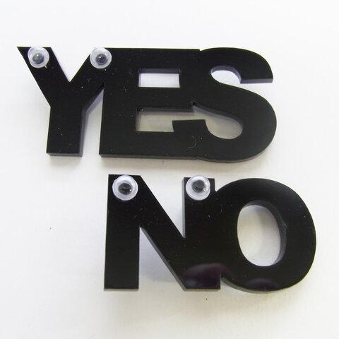 【アクリル】 2個Set・YES&NO・ブローチ -722 ①ブラック ②ドット