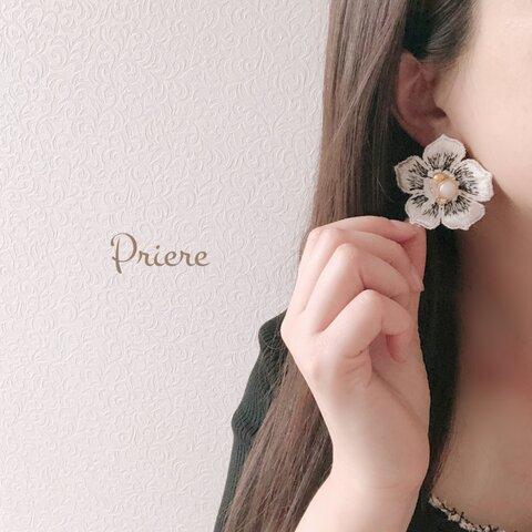 *大きなお花のアクセサリー*(ホワイト)(ピアス、イヤリング、チタンピアス)